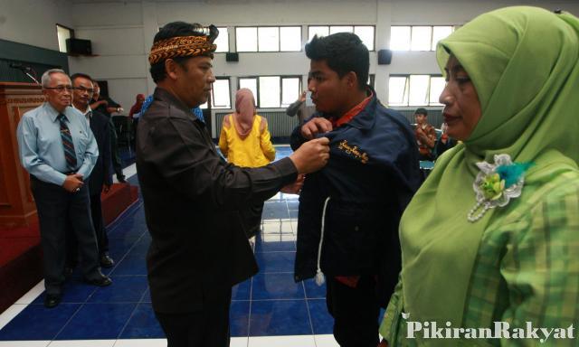 Bupati Bandung melepas Mahasiswa KKN UNIBBA tahun 2016